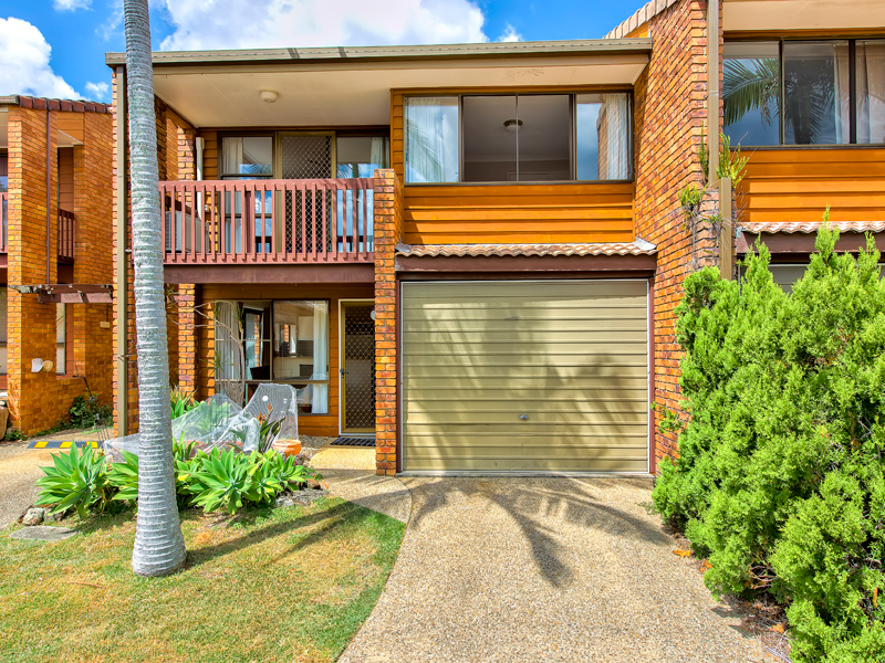 two bedroom townhouse arana hills